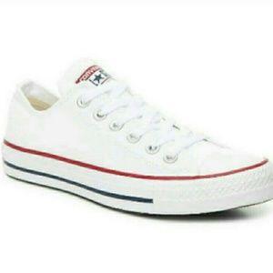 💕EUC Converse Chuck Taylor sneakers
